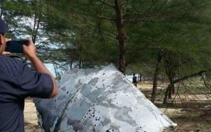 Vật thể nghi thuộc MH370 trôi dạt bờ biển Malaysia