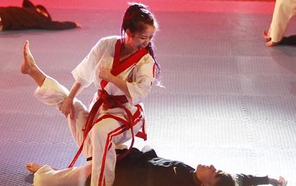 Dàn sao Việt phấn khích trước đòn thế của hot girl Châu Tuyết Vân