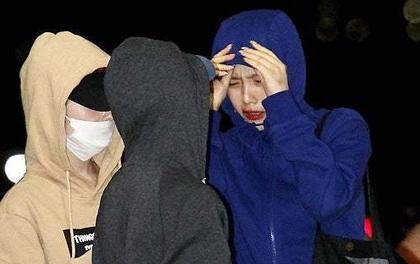 Sợ lộ tóc mới, cả nhóm Red Velvet trùm kín mít như ninja ở sân bay