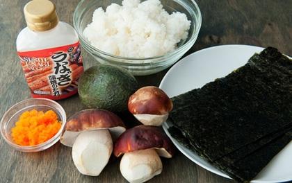 Làm sushi cuộn nấm cắn vào là giòn tan