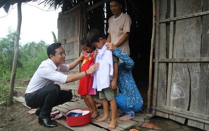 Phạm Hương, Phan Anh, Hứa Vĩ Văn cùng loạt sao Việt mang Tết ấm về với bà con vùng xa