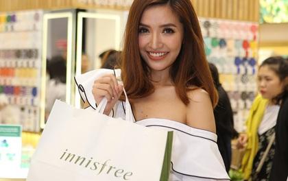 Bích Phương, Quỳnh Anh ghé thăm cửa hàng mỹ phẩm cực hot tại Sài Gòn