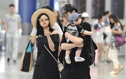 """Trần Hiểu ra dáng """"ông bố bỉm sữa"""", khoe hạnh phúc giản dị bên bà xã Trần Nghiên Hy và con trai"""