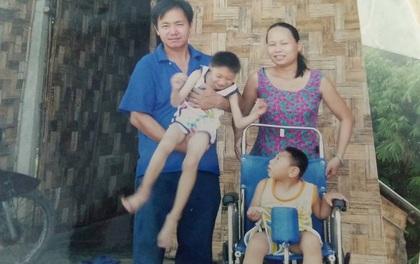 """Người mẹ bất ngờ xuất hiện tại nhà ông bố nuôi 2 con bại não: """"Tôi không bỏ rơi con như chồng tôi nói"""""""