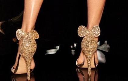 Giày cao gót tai chuột lấp lánh đi vào sang cả chân nhưng chỉ có giá chưa đến 500 nghìn đồng