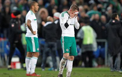 Cầu thủ Bắc Ireland bật khóc vì không được dự World Cup 2018