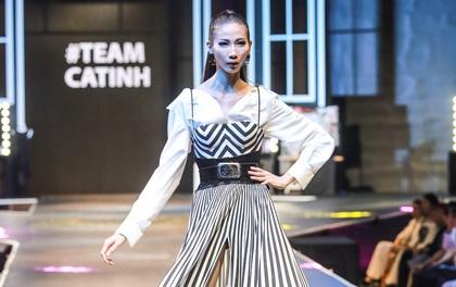 Trình diễn cùng Phạm Hương và Minh Tú nhưng Cao Ngân mới là người mẫu được cổ vũ nồng nhiệt nhất