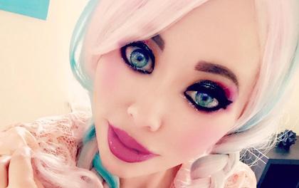 Hết hồn với búp bê Barbie phiên bản đóng phim ma không cần hóa trang