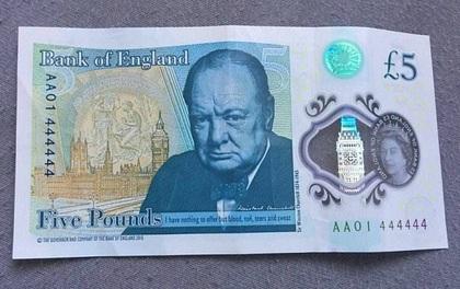 Một tờ 5 bảng Anh được bán với giá hơn 1,6 tỷ đồng