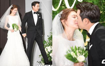 """Mỹ nhân phim """"Mười"""" Cha Ye Ryun lộng lẫy, trao tài tử Joo Sang Wook nụ hôn tình tứ tại đám cưới"""