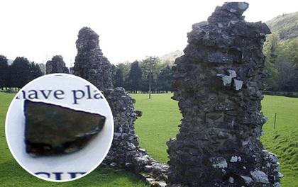 Du khách ăn trộm viên đá tại tu viện cổ, kể từ đó anh gặp liên tiếp chuyện đen đủi nhất cuộc đời