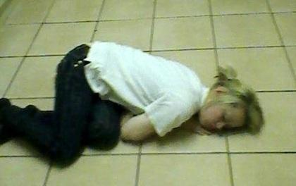 """Cô gái mắc bệnh lạ cứ mỗi khi """"lên đỉnh"""" là lăn ra ngủ quên"""