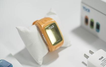 """Trải nghiệm """"đồng hồ bảo mẫu"""" dành cho trẻ em của Việt Nam: Có nút gọi bố mẹ trong trường hợp khẩn cấp"""