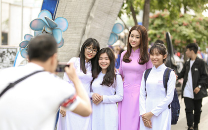 Hoa hậu Mỹ Linh ngày càng xinh đẹp, diện áo dài tím thướt tha trong sự kiện