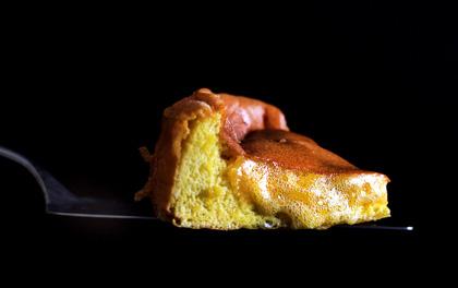 Đã quá quen với lava cake chocolate rồi, vậy còn lava cake nhân... mật ong thì sao nhỉ?