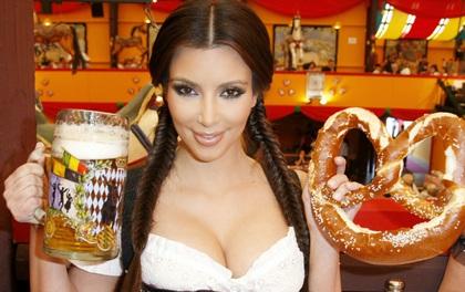 """""""Nữ hoàng lắm chiêu"""" Kim Kardashian sắp viết cả sách dạy nấu ăn khỏa thân?"""