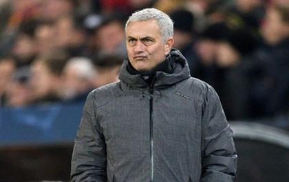 """Mourinho: """"M.U lẽ ra phải ghi 6-7 bàn thắng, thua không phải do Blind"""""""