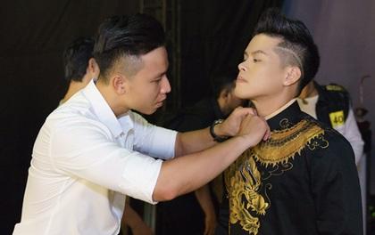 """John Huy Trần tình tứ với bạn trai trong hậu trường """"Bước nhảy ngàn cân"""""""