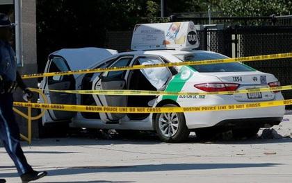 Mỹ: Taxi đâm vào đám đông ngoài sân bay, 10 người bị thương