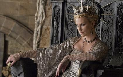 """Hoàng hậu được mệnh danh là """"ác phụ độc dược"""", 3 đời chồng vẫn đẹp như đóa hồng Athens"""