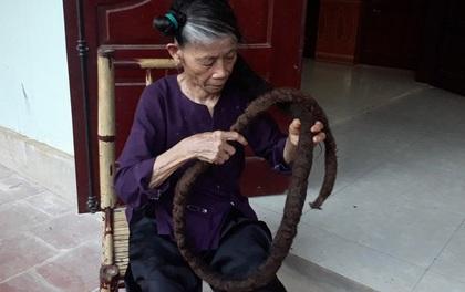 Cụ bà người Thanh Hóa cắt vài sợi tóc rối trên đầu, 22 năm sau, nó hóa thành búi tóc cứng đanh dài tới 3m