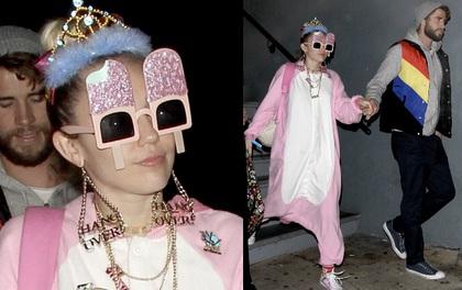 """Không diện đồ hiệu đắt tiền, Miley lại ăn mặc """"cute"""" như em bé đi mừng sinh nhật Liam"""
