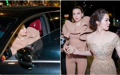 Mặc đang diện đầm dạ hội lộng lẫy, Nhật Kim Anh vẫn đích thân chen đám đông để đón Hồ Ngọc Hà