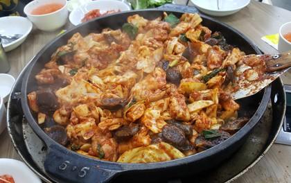 Câu chuyện đằng sau món lườn gà xào cay Dakgalbi, món ăn hấp dẫn nhất ở Chuncheon (Hàn Quốc)