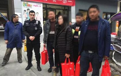 Xách hơn chục tỷ về ăn Tết, người phụ nữ được cảnh sát đặc cách hộ tống