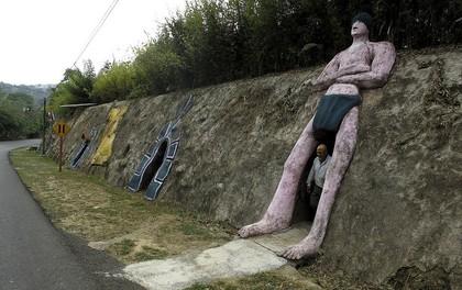 """Người đàn ông chán thành phố bỏ về quê """"đào hang làm nhà"""", ai cũng chê cười để rồi kinh ngạc khi thấy thành quả"""