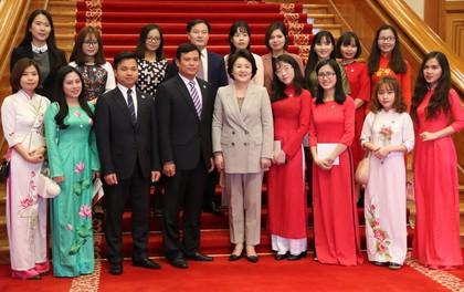Lần đầu tiên trong lịch sử, Phu nhân Tổng thống Hàn Quốc gặp gỡ du học sinh Việt Nam tại Nhà Xanh