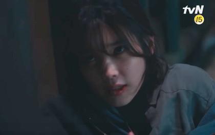 """Khán giả Hàn đồng loạt """"thả phẫn nộ"""" vì cảnh IU bị bạo hành ngay tập mở màn phim mới"""