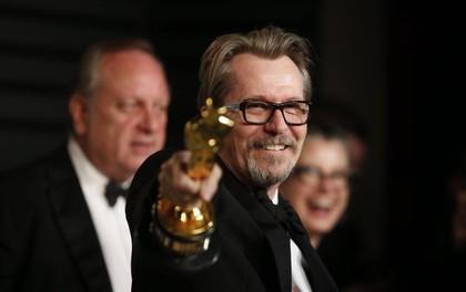 Tượng vàng Oscar còn chưa ấm tay, Gary Oldman bị nhắc lại chuyện hành hung vợ trong quá khứ