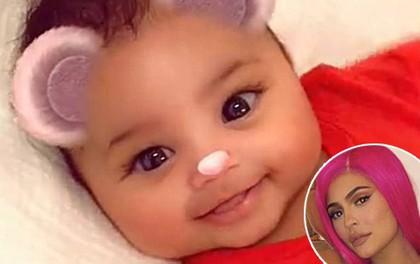 """Kylie Jenner khoe clip con gái dễ thương như gấu con sau khi bị chỉ trích là """"bà mẹ tồi"""""""