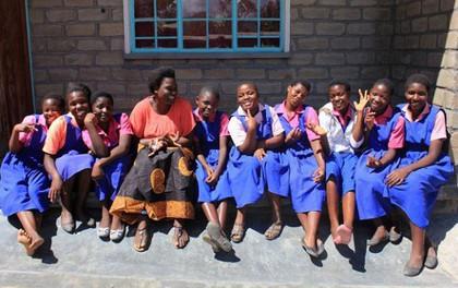 """Ở nơi băng vệ sinh đắt bằng cả ngày lương, cứ """"đến tháng"""" các thiếu nữ phải nghỉ học cả tuần vì xấu hổ"""
