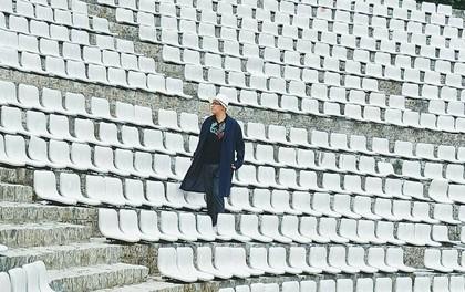 Giới trẻ xôn xao trước thông tin khu khán đài với dãy ghế trắng ở Nhà thiếu nhi Đà Lạt đã bị đóng cửa