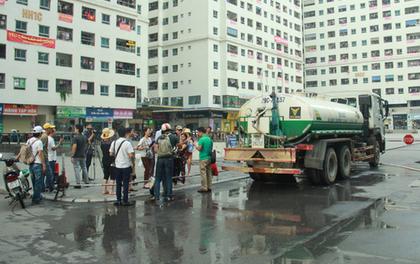 Nhà máy nước Pháp Vân thừa nhận dùng xe téc chở nước tưới cây xanh đưa nước sạch miễn phí cho người dân Hà Nội
