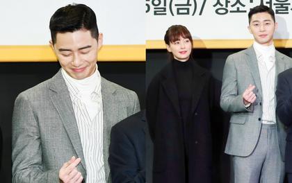 """Khoảnh khắc gây bão mạng hôm nay: """"Tổng tài"""" bá đạo Park Seo Joon đỏ mặt ngại ngùng trước bà xã Won Bin"""