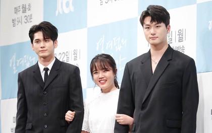 """""""Trợ lý Thần Chết"""" Kim Hyang Gi lọt thỏm cạnh mỹ nam Ong Seong Woo (Wanna One) và ngôi sao A-Teen"""