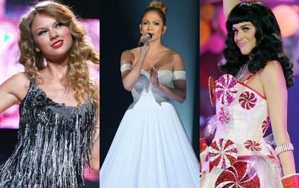 Những màn thay đồ chớp nhoáng của sao US-UK trên sân khấu: Trong khi Taylor Swift, Katy Perry phải vận hết công lực thì Jennifer Lopez đứng yên cũng ra hơn chục bộ váy