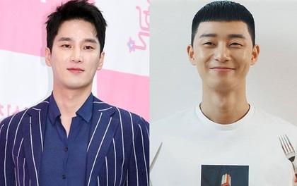 """Bị đồn bất hòa với Park Seo Joon, """"nghịch tử điển trai"""" Ahn Bo Hyun đáp trả: """"Tụi mị mới nhậu tuần trước nè!"""""""