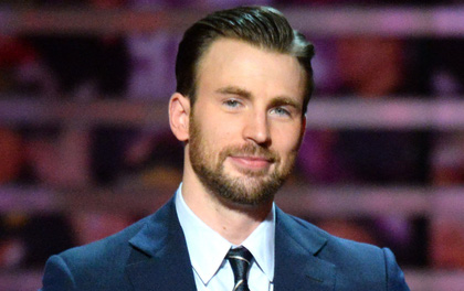"""""""Captain America"""" Chris Evans giả ngơ khi được hỏi về sự cố lộ ảnh nhạy cảm trên sóng truyền hình"""