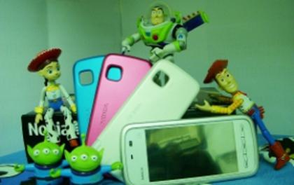 """Truyện ảnh: Bạn bè Buzz Lightyear """"so dáng"""" Nokia 5230"""