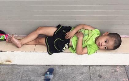 Cậu bé 4 tuổi nằm co ro ở vỉa hè Hàng Bông và lời kêu gọi của cha nhờ cộng đồng mạng tìm người nuôi