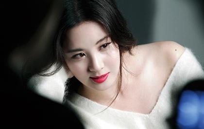 Em út Seohyun (SNSD) hờ hững khoe xương quai xanh cùng đôi gò bồng đào gợi cảm
