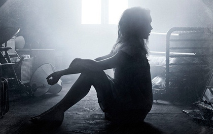 """Phiên bản truyền hình của phim kinh dị """"The Exorcist"""" tung poster mới gây ám ảnh"""
