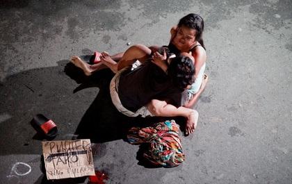 Những hình ảnh chân thực trong cuộc chiến chống tội phạm ma túy tại Philippines khiến gần 2.000 người thiệt mạng