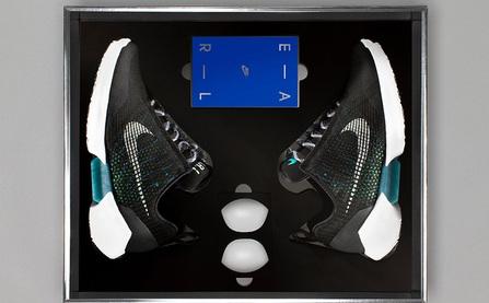 Nóng: Những hình ảnh đập hộp đầu tiên của đôi giày tự thắt dây Nike HyperAdapt 1.0