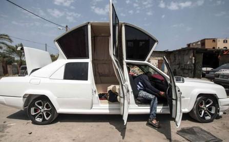 Siêu xe limousine độc đáo được lắp ghép từ 5 ô tô con
