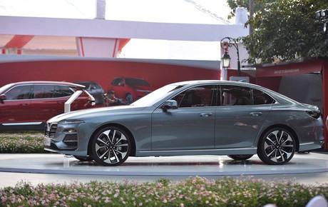 VinFast chính thức công bố giá các mẫu xe: Sedan Lux 800 triệu đồng, SUV Lux A2.0 1,136 tỷ , Fadil 336 triệu đồng